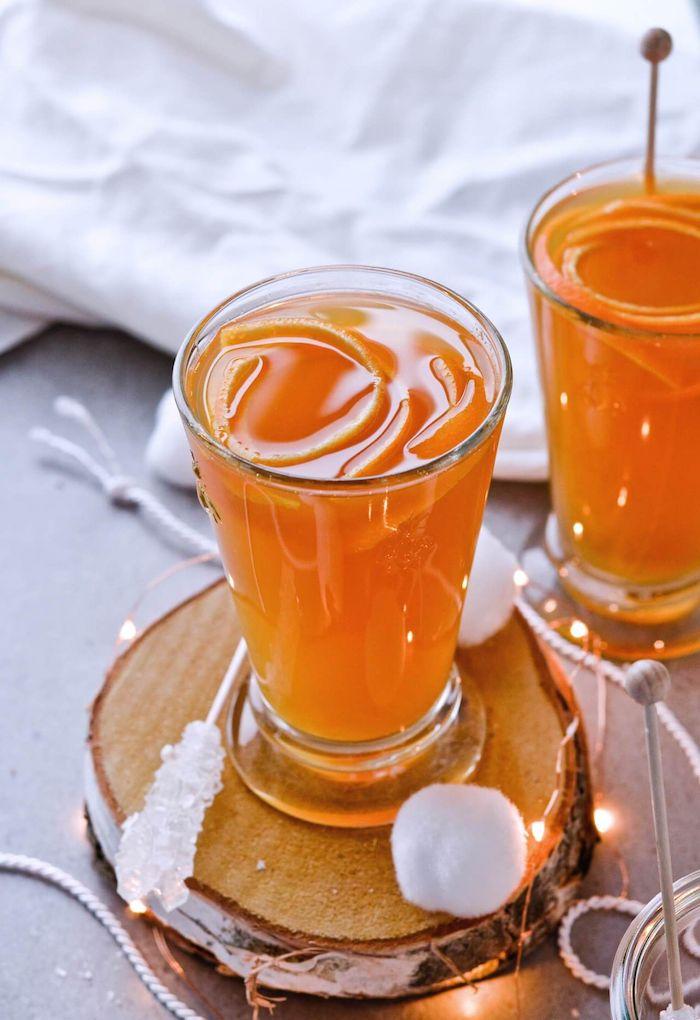 punch au thé d hiver avec des rondelles d orange dans verre exemple de boisson noel chaude à base de thé