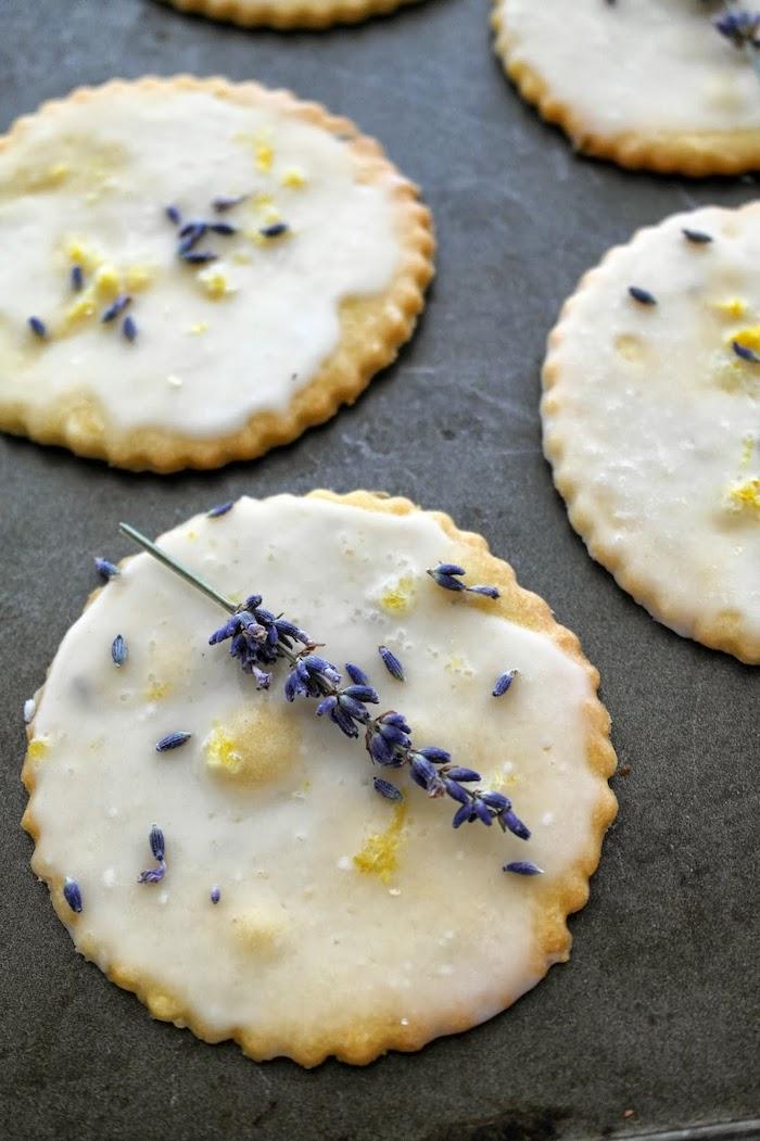 que faire avec de lavande des biscuits au citron et au lavande arroses de chocolat blan