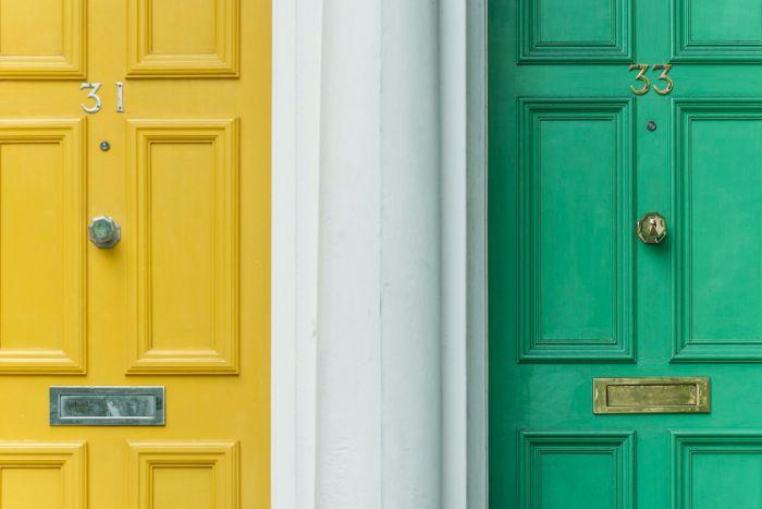 quelle couleur de porte d entrée idée porte entrée sur mesure changer de porte d entrée critères pour choisir un modèle