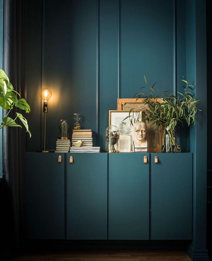 quelle peinture pour repeindre un meuble en bois couleur anthracite pour votre commode avec des tableaux et plantes vertes