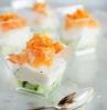 recette apéro chic et facile avec cubes de concombre fromage à la crème et saumon fumé en verre rectangulaire