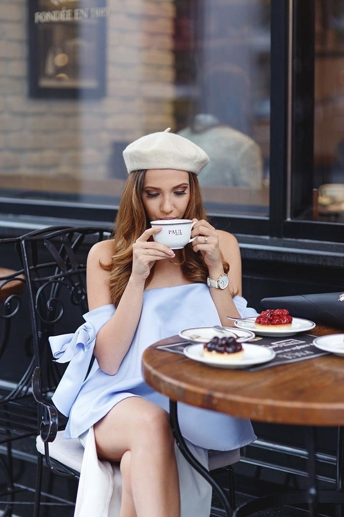 robe été longue fendue manches effet épaules dénudées tenue avec beret femme larisacostea béret beige montre blanc