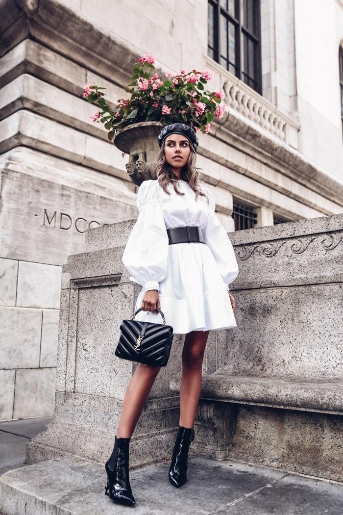 robe blanche manches bouffantes courte ceinture noire tenue de fête femme en blanc et noir classe bottines cuir noir