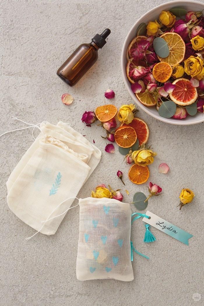 sachets aux agrumes et pétales de roses séchées cadeau a faire soi meme pour la fete des meres