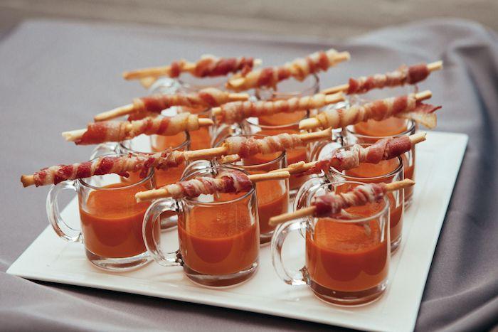 soupe tomate sauce et bretzel enveloppé de prosciutto aperitif dinatoire froid soupe froide maison