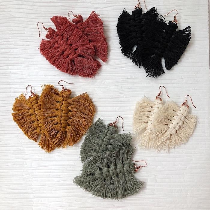 technique faire du macramé facile tressage noeud plat corde macramé couleur vert de gris fil noir crochet boucles d oreilles diy