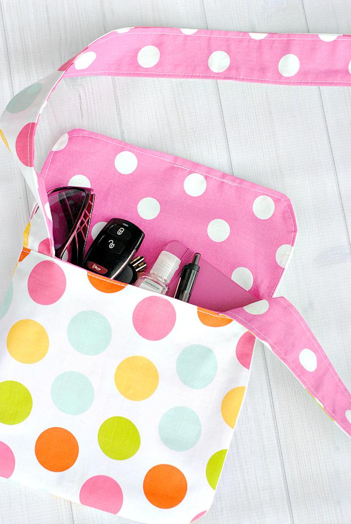 tuto couture facile accessoire pochette en tissu à motif pois colorés idée diy couture