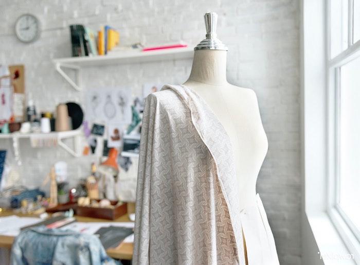 Customiser un vêtement à la maison : les bonnes pratiques et des idées originales