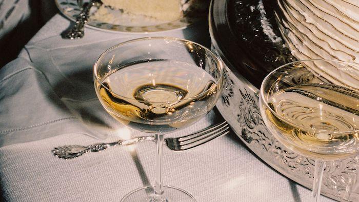 verres a champagne dressage de table ordre des verres a cote de l assiette