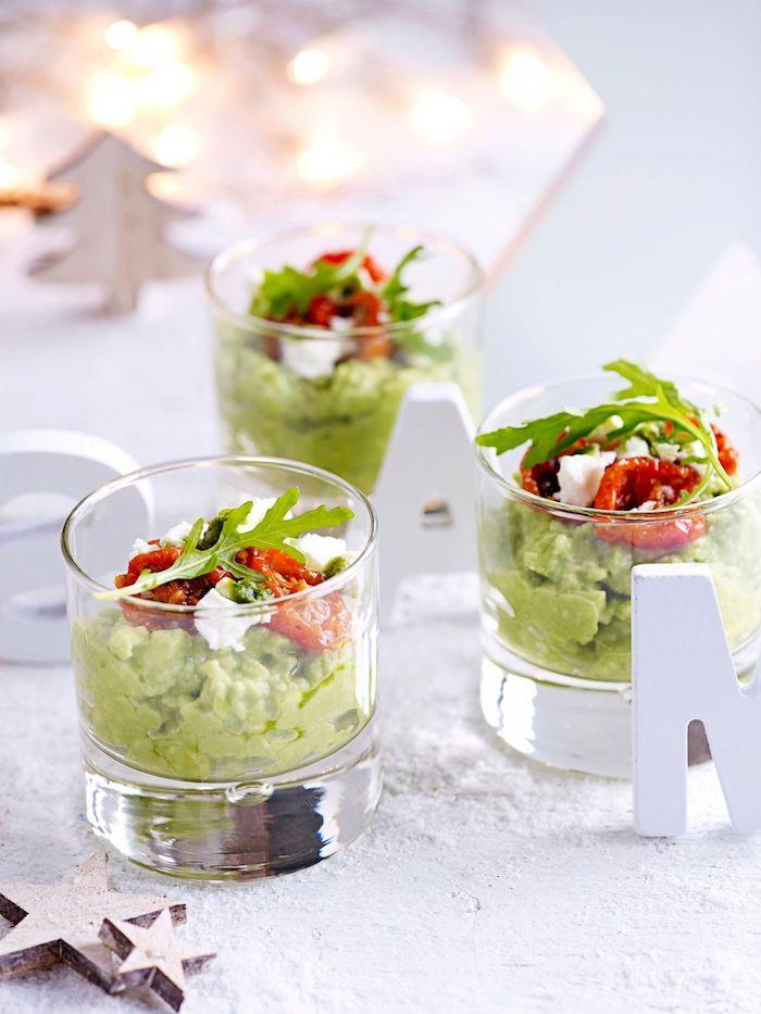 verrines apéro dinatoire originale avec mousse d avocat tomates séchées feta et roquette salade, verrines apéritives vegetariennes