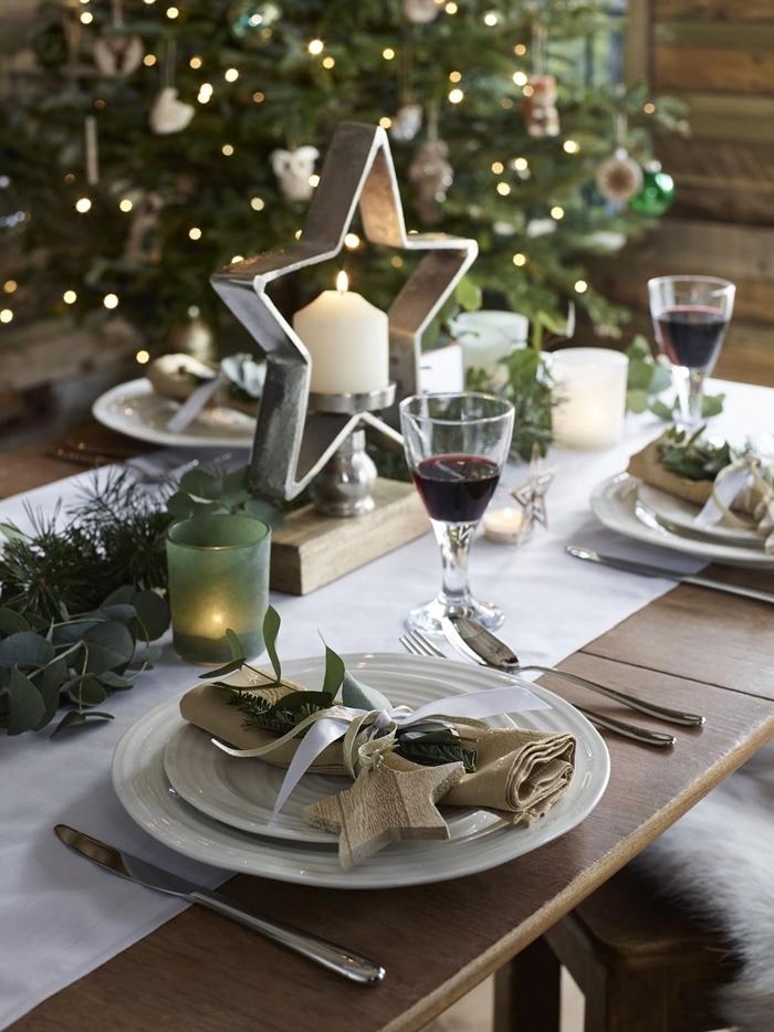 étoile bois branches vertes décoration de table de noël feuillage bougie verre vert étoile déco rustique arbre noel