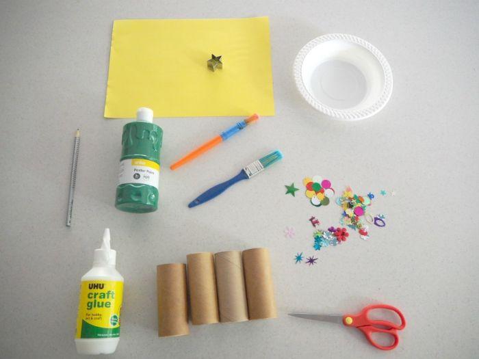 activité manuelle facile en papier rouleaux de papier toilette transformés en sapins de noel repeints de peinture verte avec deco sequins strass