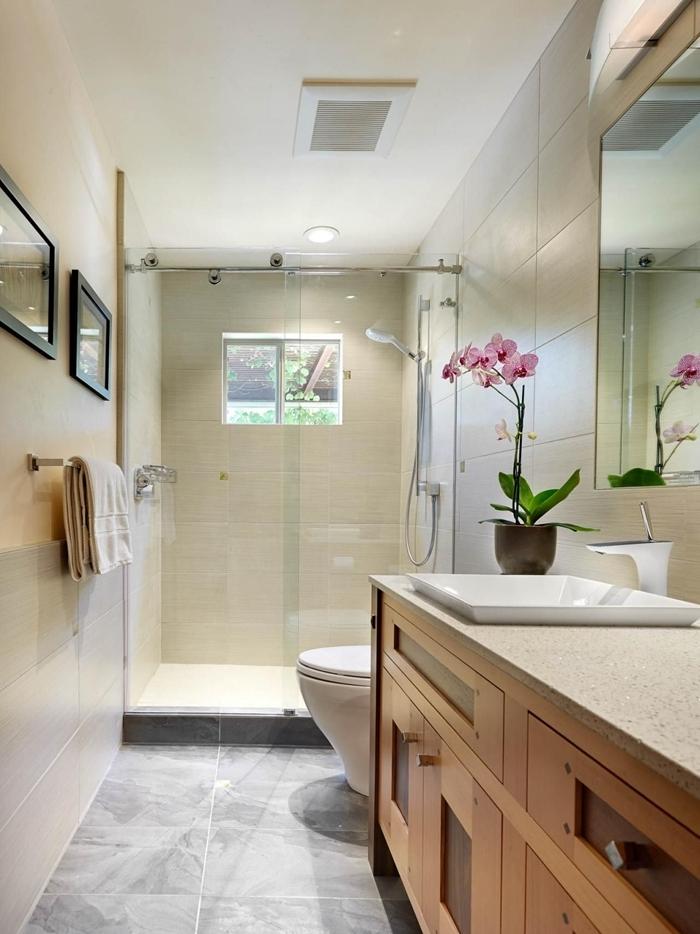 aménager petite salle de bain style minimaliste meuble sous évier bois carrelage beige douche italienne