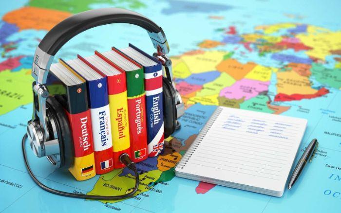 apprendre une nouvelle langue activité confinement idée que faire chez soi apprendre à parler anglais espagnle prendre un cours