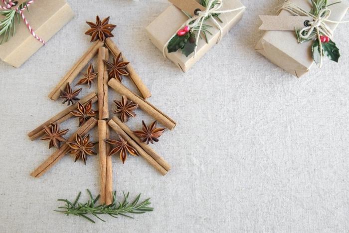 arbre de noel en bâtons de neige activités manuelles noel anis étoilé cadeau emballage papier recyclé étiquette
