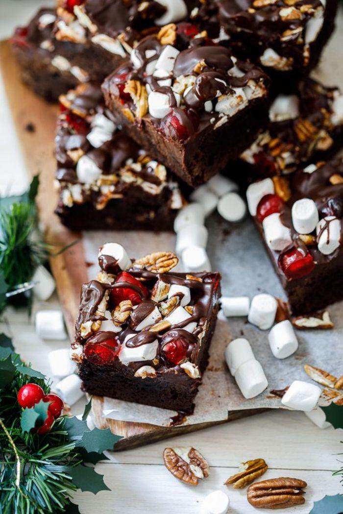 brownies de noel maison aux guimauves chocolat grenat noix dessert de noel simple et original