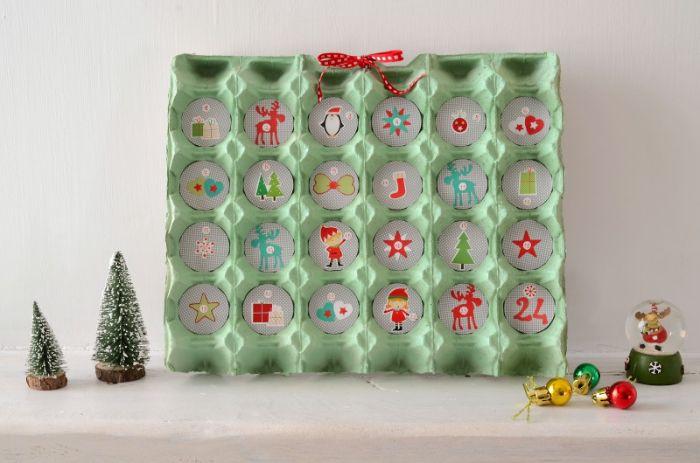 calendrier de l avent à fabriquer en maternelle en cartonnage idée recyclage boite carton oeufs avec gorumandises mini jouets de noel