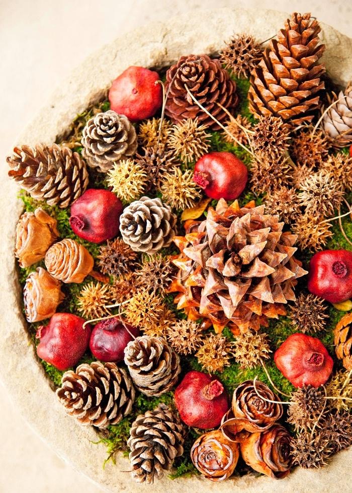centre de table avec matériaux nature décoration de noel à fabriquer gratuit fruits séchées pommes de pin feuilles