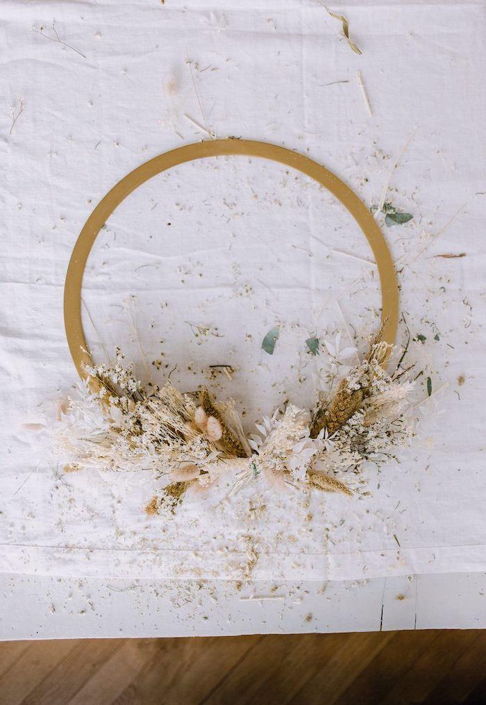 comment fabriquer une couronne de fleurs seches chez soi cadeau anniversaire original