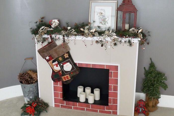 comment faire une cheminée en carton avec des bougies des chausettes des guirlandes et des bougies comment faire des fausses tuiles