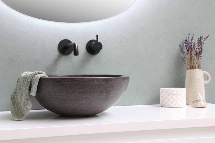 comment netoyer la salle de bain quel detragent utiliser pour les surface lavabo en maroon fonce serviette vert
