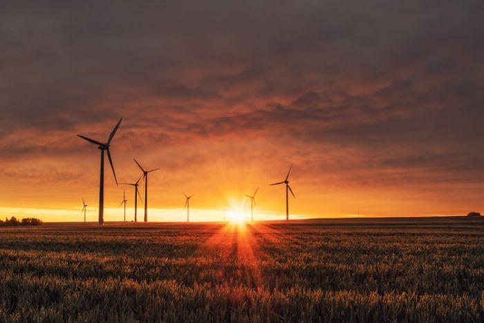 compter sur les energies renouvelables pour créer un batiment durable energie du soleil du vent