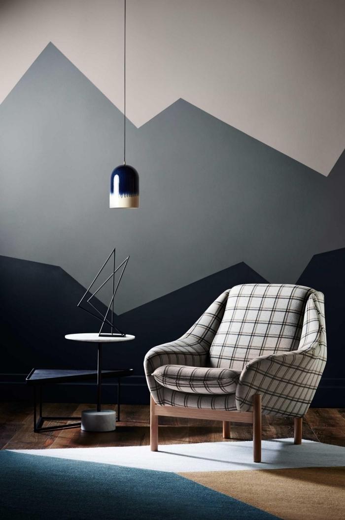 déco coin lecture design moderne lampe suspendue ombré peinture triangle salon fauteuil tissu carreaux pieds bois