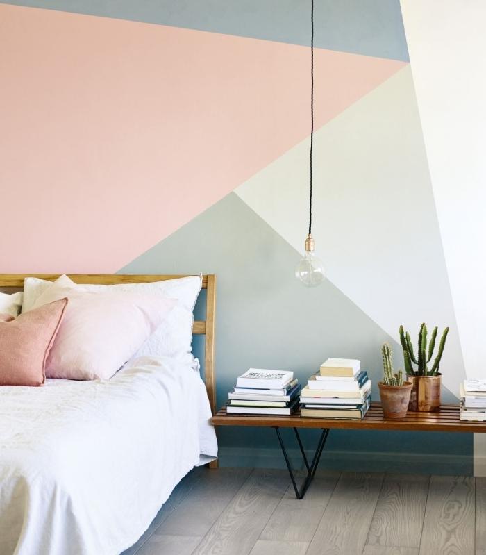 décoration chambre à coucher tête de lit bois linge de lit blanc coussin terracotta idée peinture chambre lampe suspendue