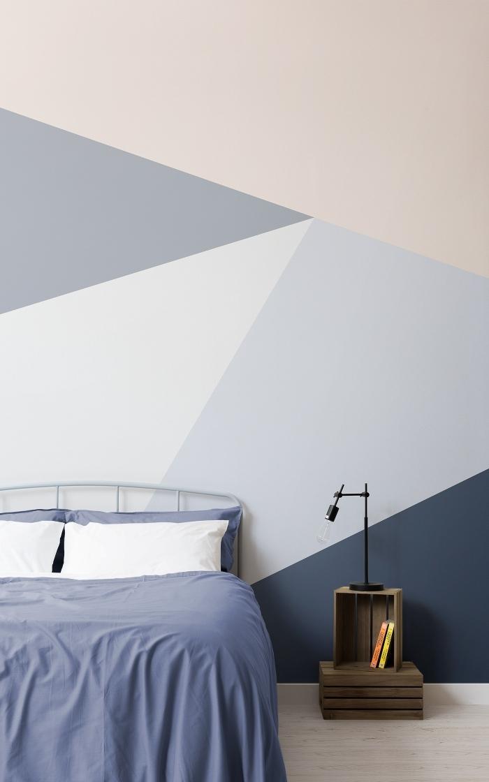 décoration petite chambre à coucher peinture géométrique chambre triangles nuances de gris et beige meubles cagette bois