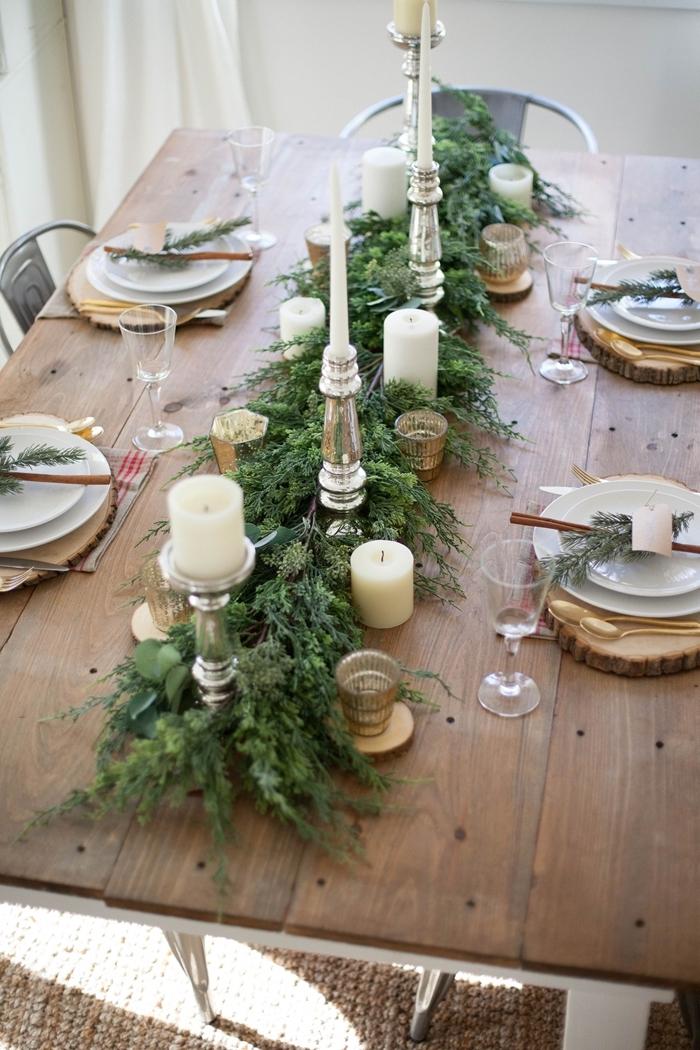 deco de table pour noel fait maison bougeoir argent rondelle bois couvercle or table vert et blanc avec accents or