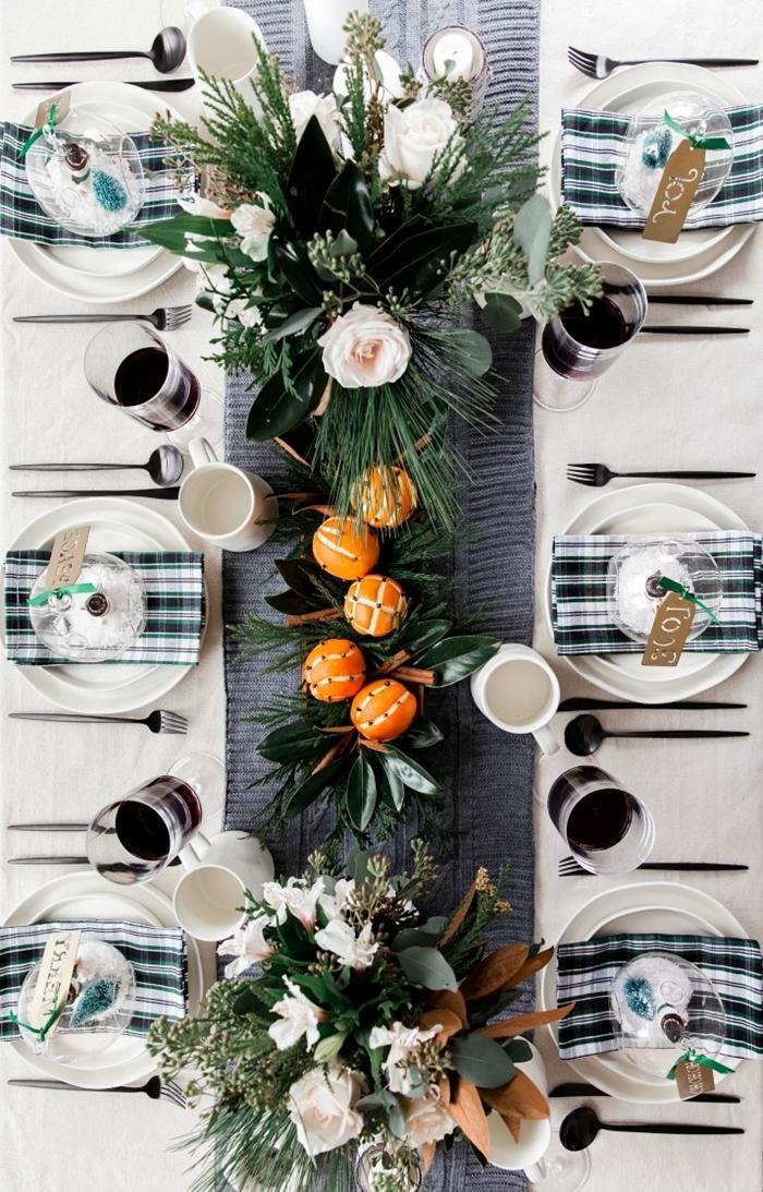 deco noel diy fruits oranges bouquet fleurs artificielles feuillage verte bougies blanches serviette carreaux