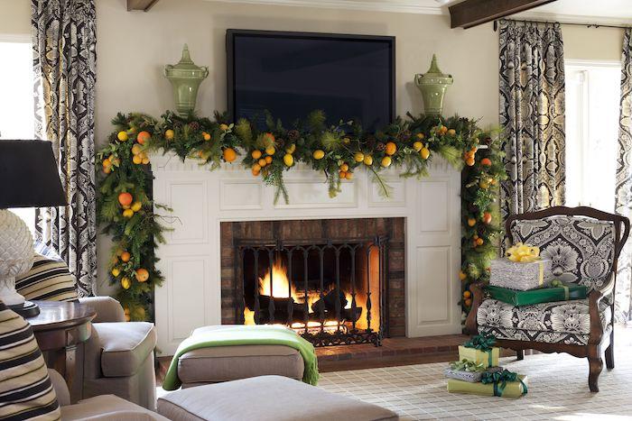 deco salon noel avec des oranges et de la verdure au dessus de la cheminée un grand