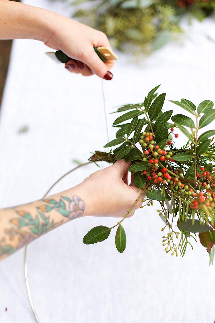 decoration exterieur noel comment fabriauer une couronne chez soi avec des verdures decoration facile a faire