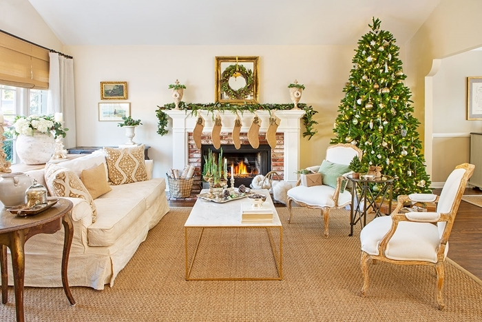 design salon blanc et bois cheminée briques couronne de noel diy branches sapin deco noel a fabriquer