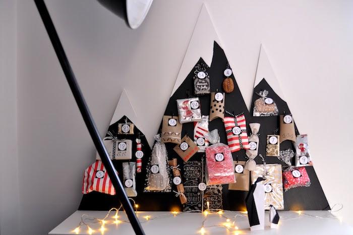 fabriquer un calendrier de l avent dans panneau montagne blanc et noir avec des mini sachets cadeau kraft calendrier de l avent diy original