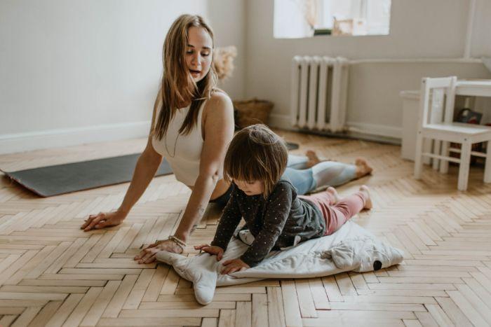faire du yoga chez soi exemple activité confinement faire du yoga activité sportive manger bouger vie saine