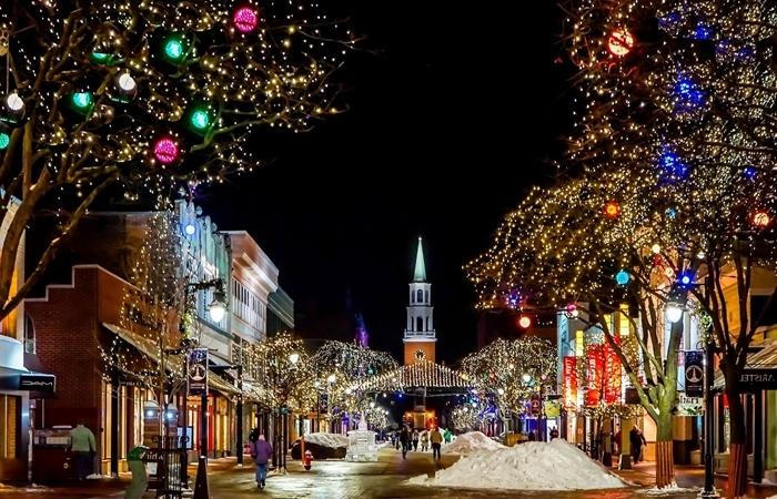 fond écran noel décoration urbaine village noel lumière guirlande boules jolie photo paysage bâtiments