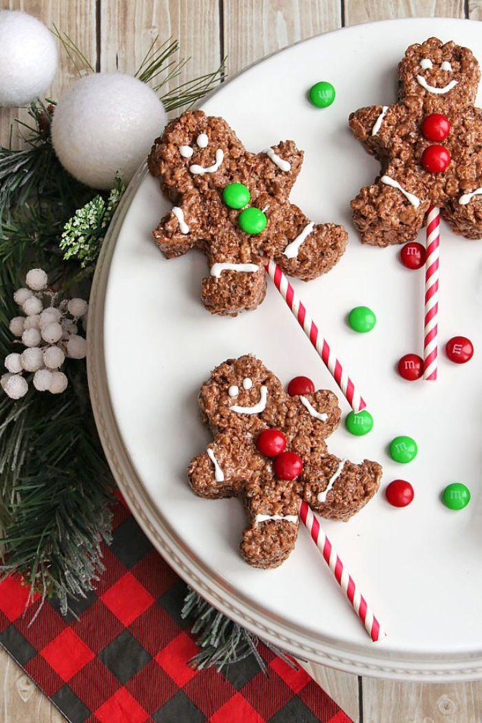 gateau de riz soufflé au chocolat imitation bonhomme en pain d épice avec des boutons de bonbons recette de noel facile