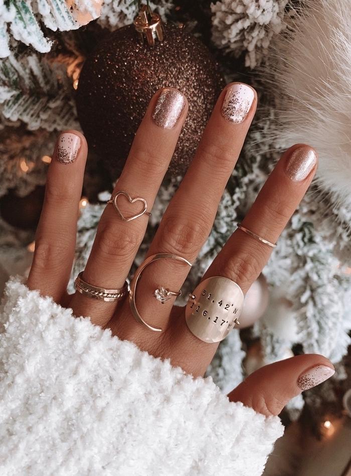 idée manucure originale pour noel vernis glitter couleur or manucure paillettée confetti rose gold effet métallique