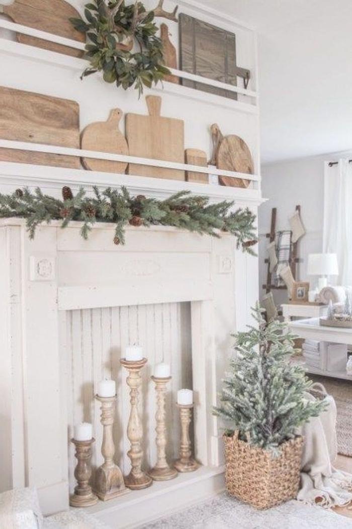 idee de deco fausse cheminée decoration en blanc avec des elements en bois