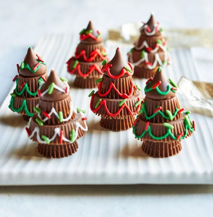 idee originale sapin de noel en bobnons avec decoration sucre colorée recette chocolat de noel creative