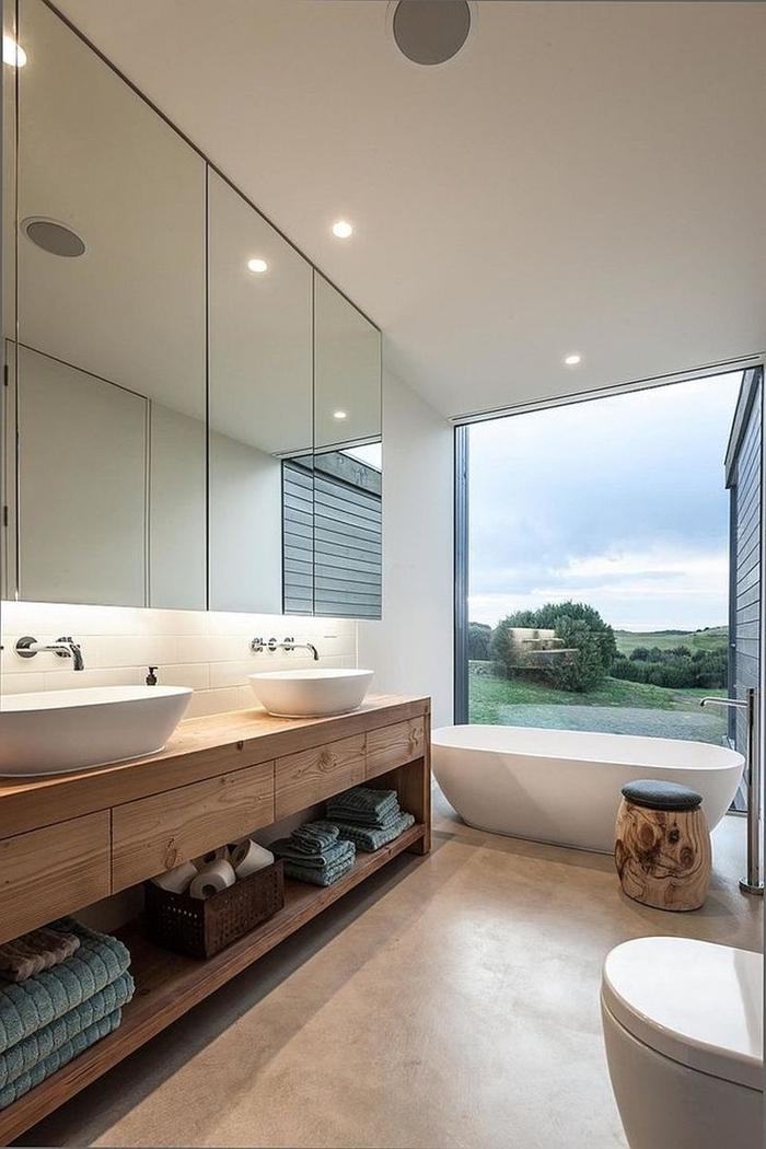inspiration sallе de bain moderne meuble sous évier bois rangement ouvert double vasque baignoire autportante