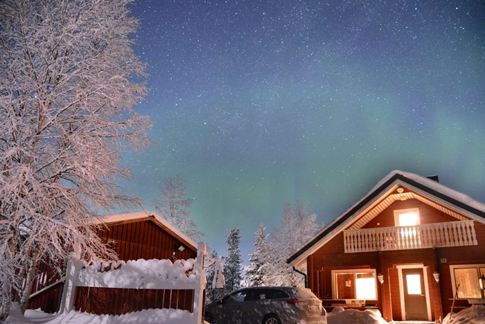jolie photo paysage enneigé montagne destination noel visite village merveilles cabane bois arbres enneigés