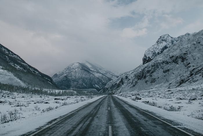 les meilleurs paysage hiver escapade noel voiture découverte vue montagne enneigée route ciel nuages