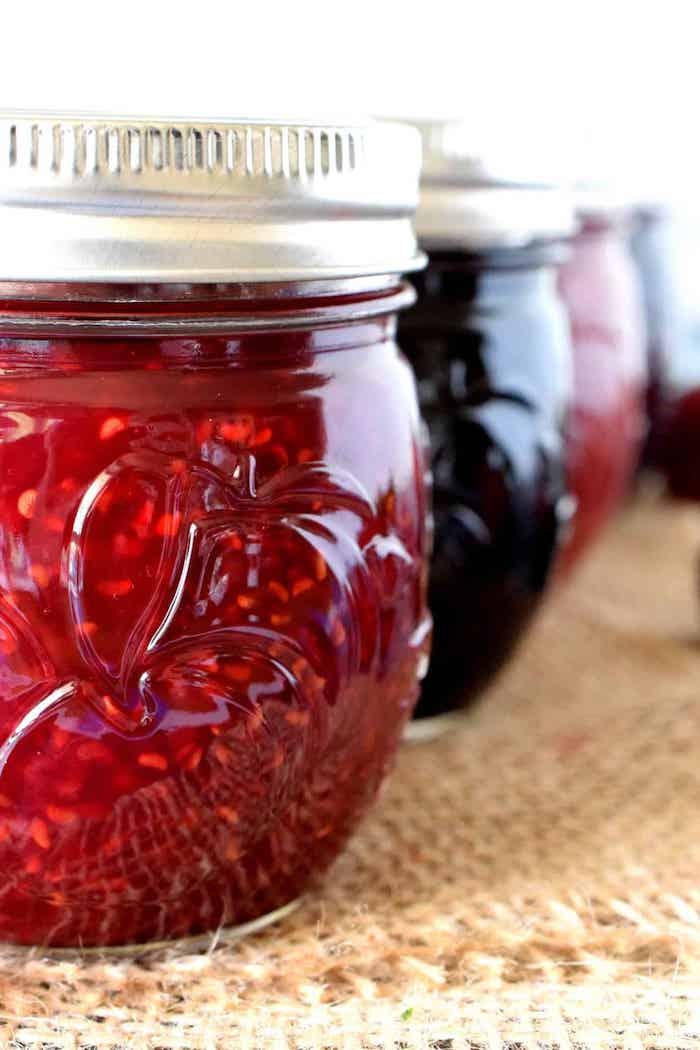 marmelade de framboises et des myrtilles fait maison cadeau anniversaire original