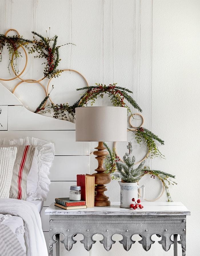 meuble de chevet blanc lampe de chevet blanc et bois tête de lit bois blanc deco noel a faire soi meme couronne bois branches sapin