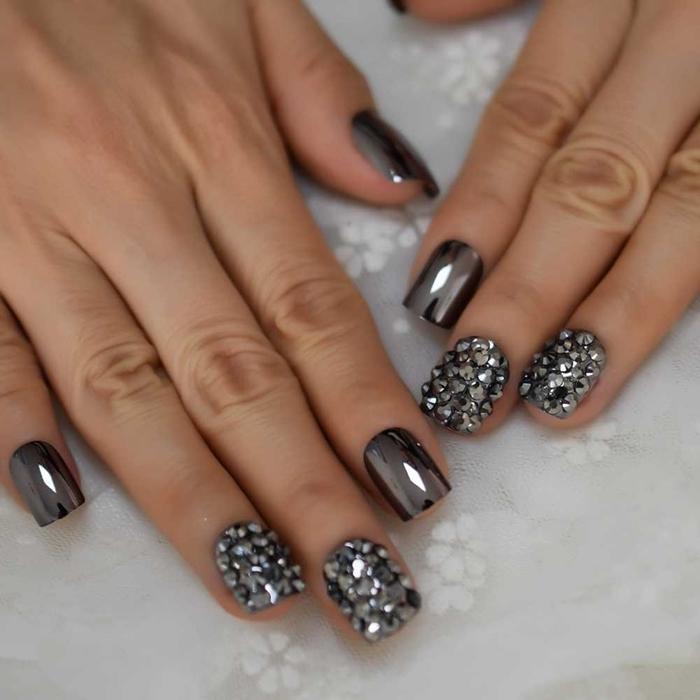 modele ongle en gel effet métallique chrome nail art manucure ongles miroir strass décoration ongles tendance