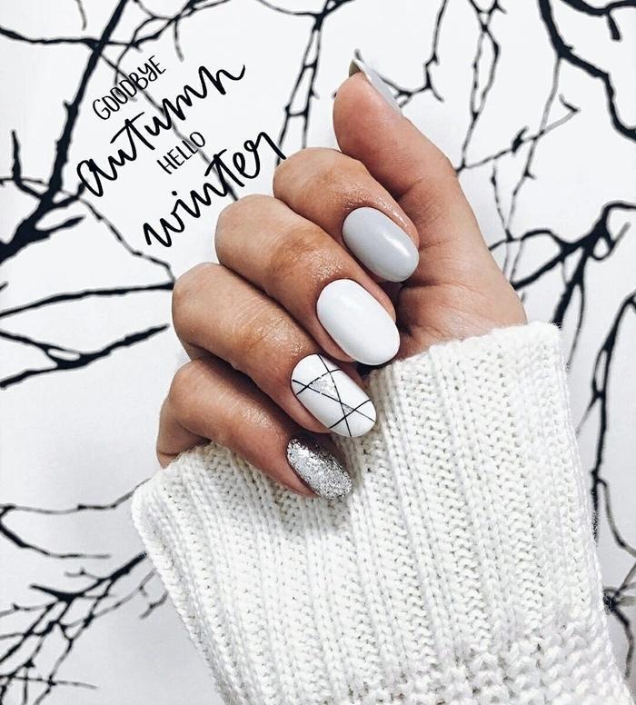 motifs géométriques dessin facile lignes fines en vernis noir vernis argent brillant ongle en gel gris et blanc