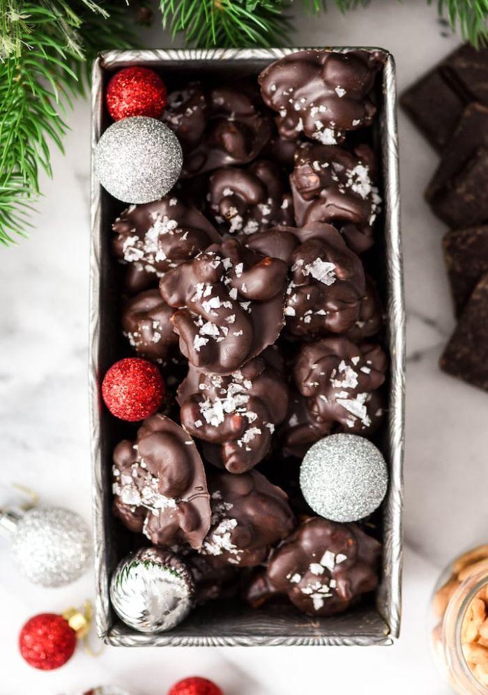 noix de cajou au chocolat noir avec du sel de mer idée gateau noel simple de deux ingredients