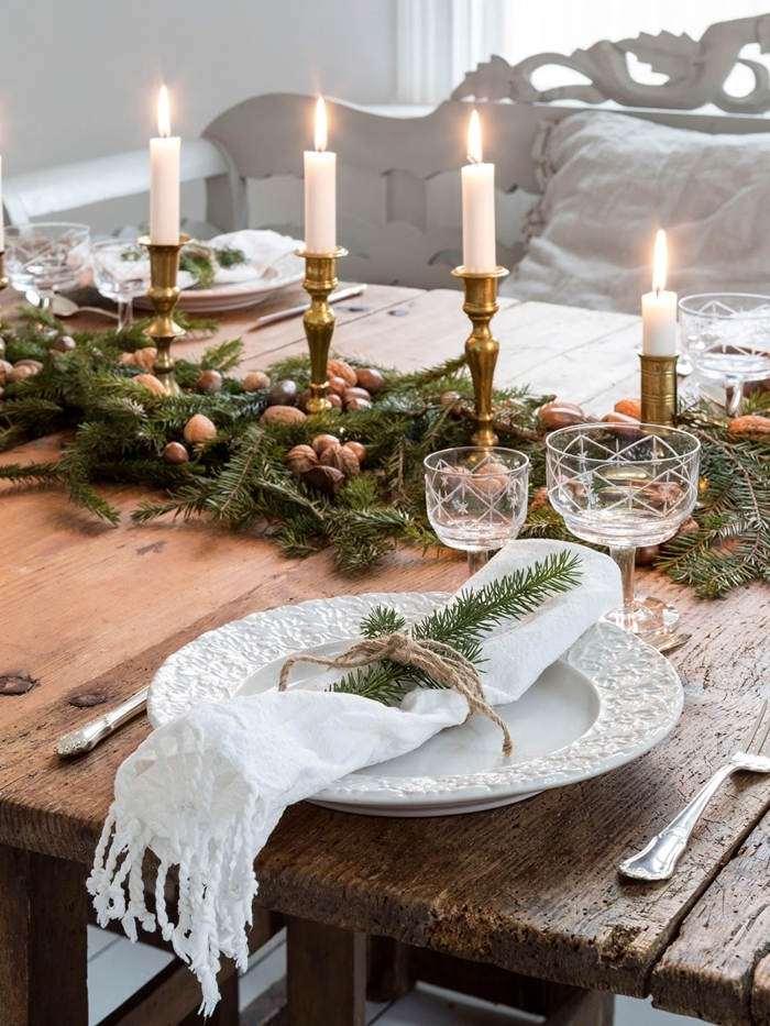 noix verdure feuillage branches decoration centre de table noel a faire soi meme bougeoir or bois brut table